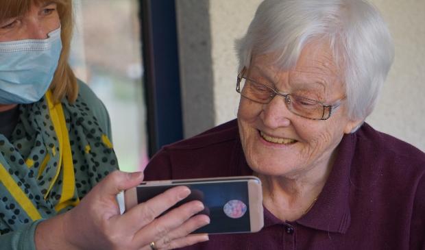 <p>Tijdens het online Alzheimer Cafe kunnen belangstellenden meer te weten komen over dementie.</p>