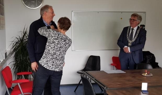 <p>Peter Daems ontving het Wagenings erezilver &nbsp;uit handen van burgemeester Geert Van Rumund.</p>