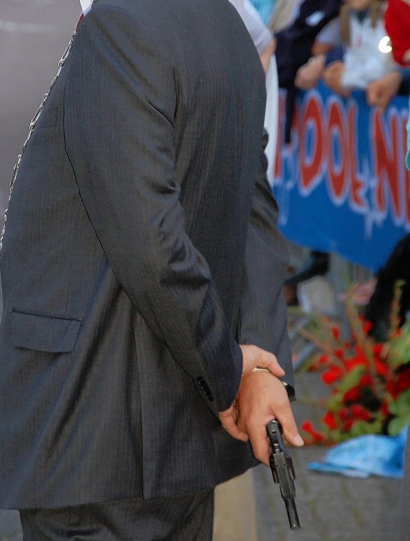 Oplossing fotoquiz 53: Otterlo, Sportlaan (2008): burgemeester Cees van der Knaap verricht startschot skeelerronde.   Henny Jansen © BDU Media