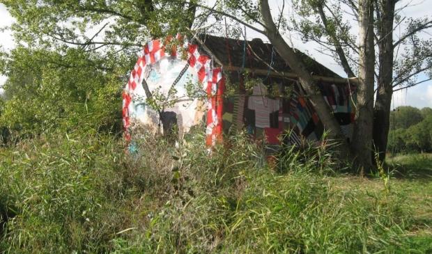 Op het eerste Liniepadfestival kreeg deze bunker een warm, gebreid jasje aangemeten