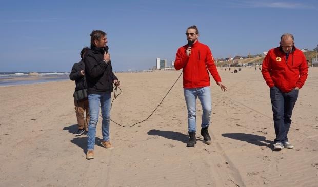 <p>Coronawandeling met twee lifeguards van de Zandvoortse reddingsbrigade.</p>