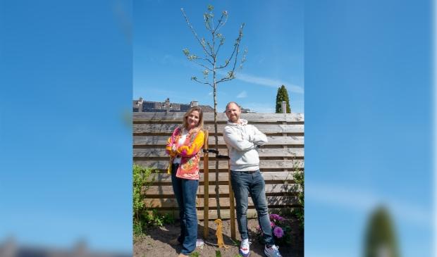 Carlijn en Mark uit Amersfoort deden vorig jaar mee met de actie. Het resultaat: een mooie appelboom voor in hun tuin.