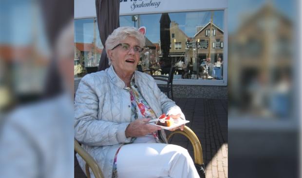<p>Sonja Dijkslag werd vrijdag door burgemeester Bolsius beloond met de Lenaert Nicasiusspeld.</p>
