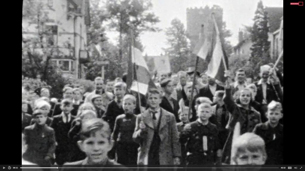 Bevrijdingsfeest met de watertoren op de achtergrond in mei 1945. Frits Thors Beeld en Geluid  © BDU media