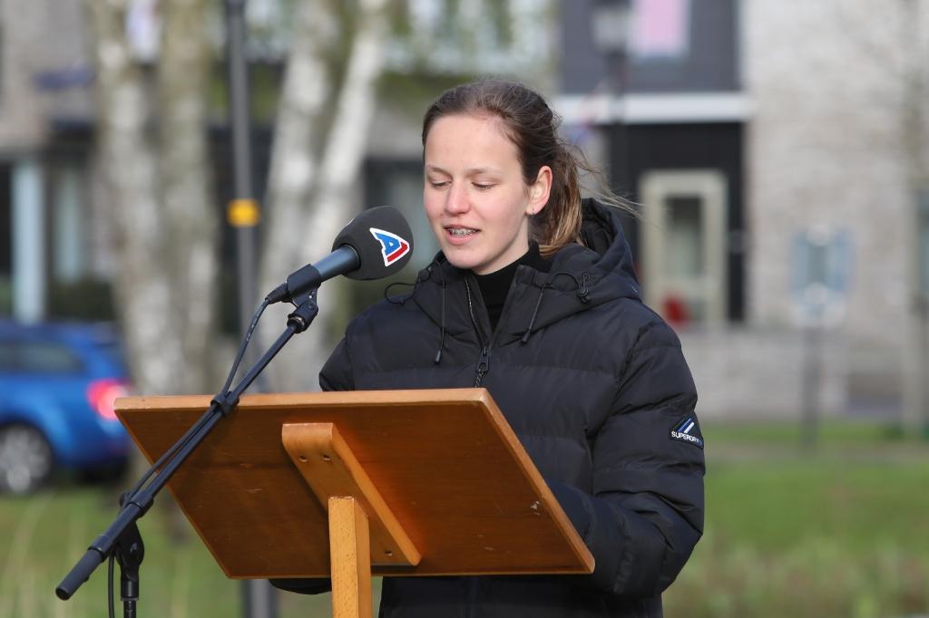 <p>Carlijn van Veluw mocht haar gedicht voordragen.&nbsp;</p> ARJEN GERRITSMA © BDU Media