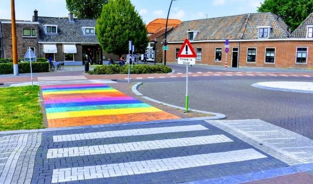 Het regenboogzebrapad in Harderwijk.