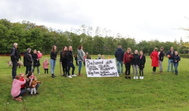 <p>De omwonenden van de Huybertsenweg zijn een petitie gestart tegen de bouw van flexwoningen op de schapenweide.</p>