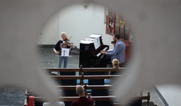 <p>Op zondagmiddagen is er in de Sint-Joriskerk weer een kort programma met live muziek, Bijbellezing, stilte en gebed.</p>
