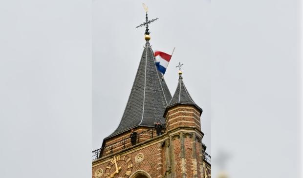 <p>Het spelen van het Wilhelmus vanaf de toren van de Grote kerk</p>