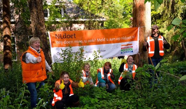 Vrijwilligers aan de slag voor NL Doet op Landgoed Schovenhorst