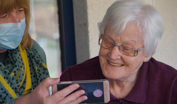 <p>Tijdens het Alzheimer Cafe kunnen belangstellenden meer te weten komen over dementie.</p>