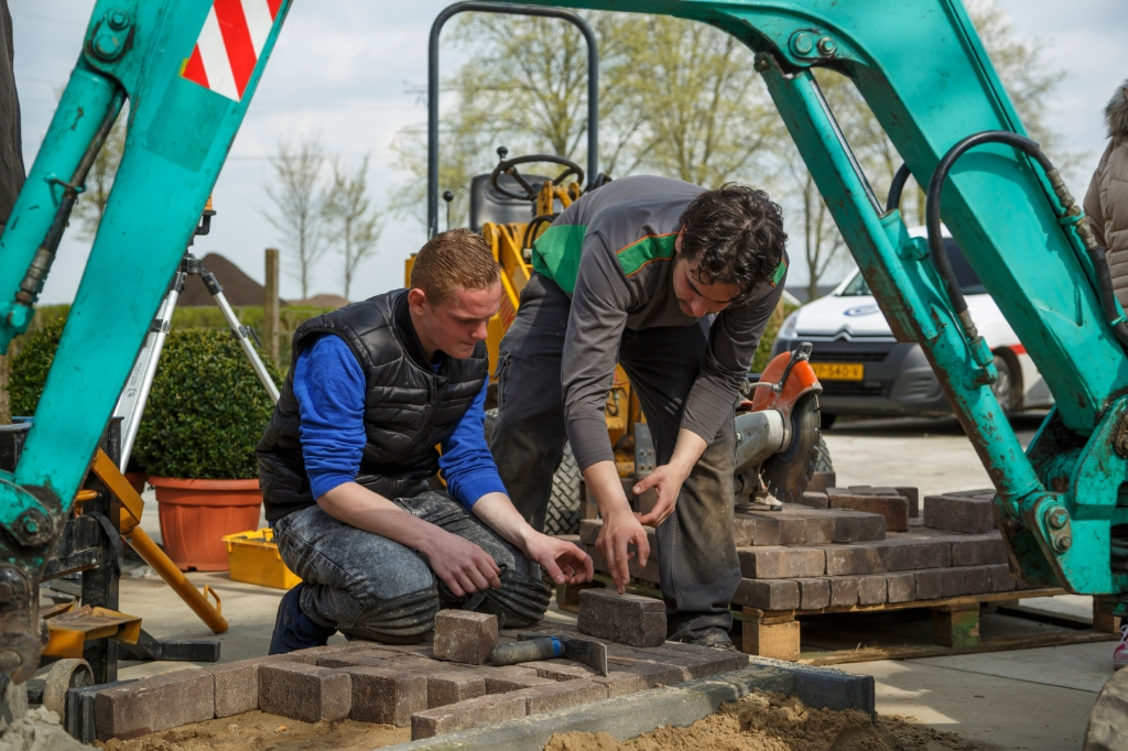 GreentoGrow helpt regelmatig in ploegverband bij collega-hoveniers uit de regio. GreentoGrow © BDU media