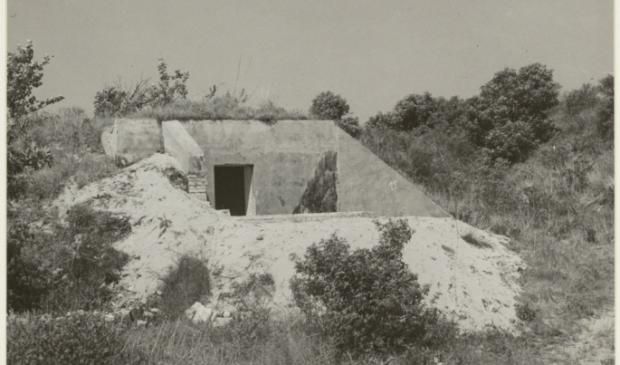 <p>De overblijfselen van een door de Duitse bezetting in de tweede wereldoorlog gebouwde bunker in de Kennemerduinen.</p>