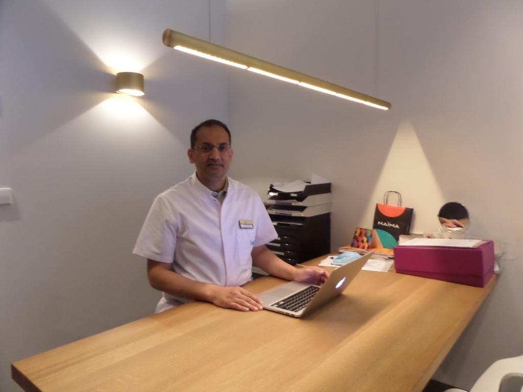 <p>Dr. Robert Kanhai is directeur en plastisch en reconstructieve chirurg van Medische Kliniek Velsen.&nbsp;</p>