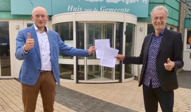 <p>Wethouder Hans Marchal en Henk Muis, voorzitter van de EigenWijkse Energie Co&ouml;peratie (EWEC) hebben op 11 mei een samenwerkingsovereenkomst getekend. </p>
