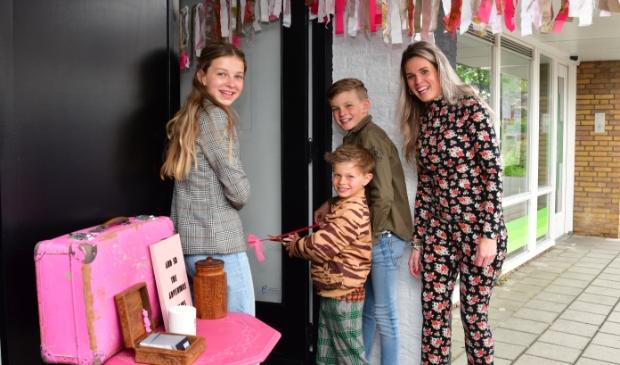 Annemiek Houtveen met kinderen Gaby, Joeri en Bing opent Kapsones by b.Pink.