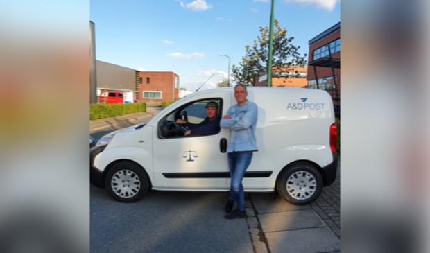 <p>Robert Falk en Gijs van vulpen bieden een landelijke postservice voor bedrijven.</p>
