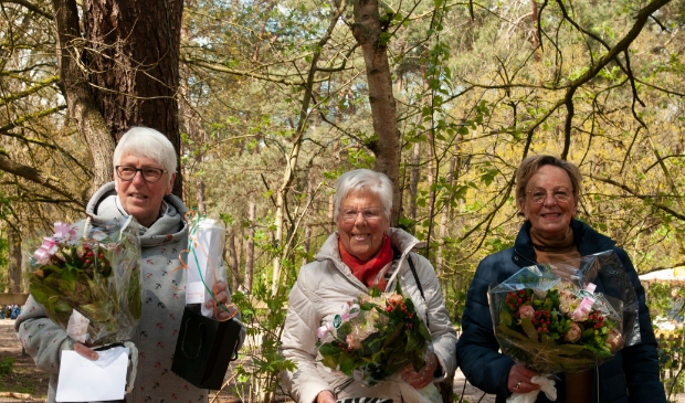 vlnr: Dames Roskam, Oepkes en Van Rensen
