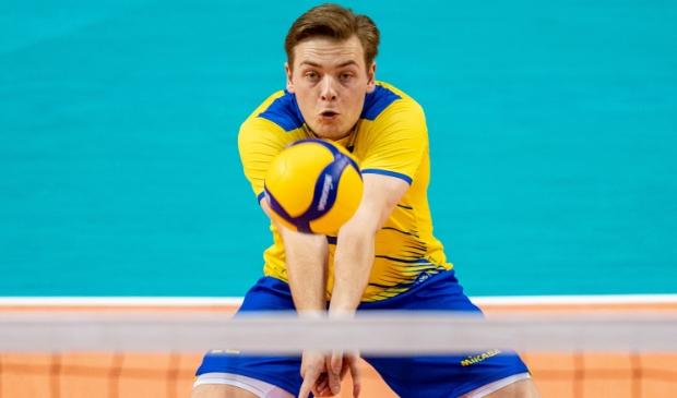 <p>Edvin Sv&auml;rd in actie tijdens de Eurovolley 2021, namens zijn land Zweden.</p>