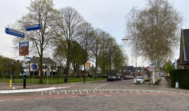 <p>De entree naar de Dorpsstraat is zeer complex geworden. Verkeerskundig adviesbureau komt met twee oplossingsrichtingen.</p>