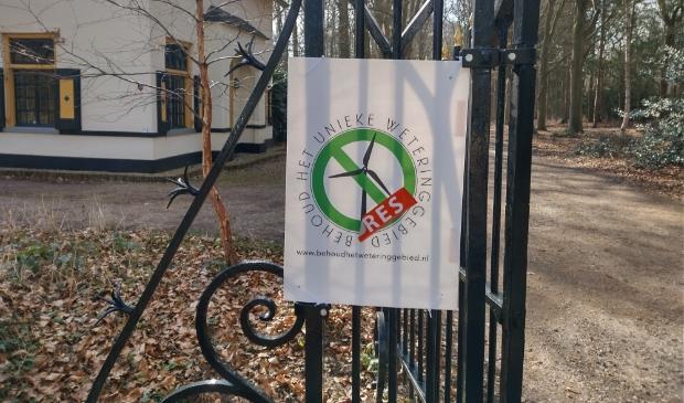 <p>E&eacute;n van de vele protestborden in het Langbroekerwetering gebied</p>
