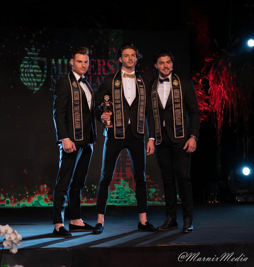Drie 'Mooiste Mannen van Nederland'. Tjardo Vollema (midden, 2021), Paul Luzineau (links, 2019) en Luca Derin (2018). Marnix van Rijsewijk/Misters of the Netherlands © BDU media