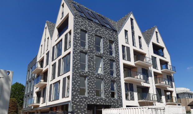 <p>Het appartementencomplex 'Hofstede' aand e Hamersveldseweg is maandag 31 mei officieel opgeleverd.</p>