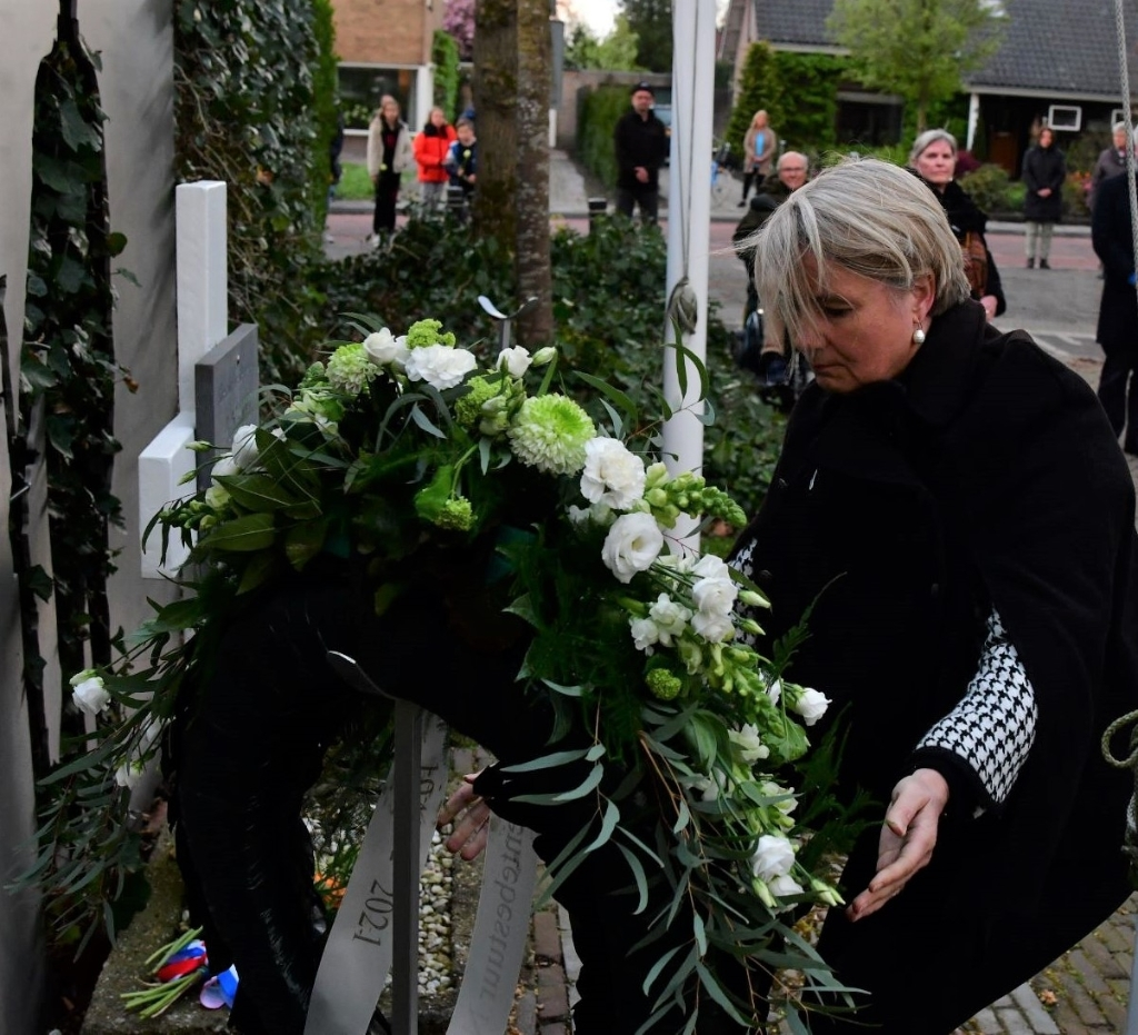 <p>De herdenkingsplechtigheid in Park Weldam.</p> Kees van den Heuvel © BDU Media