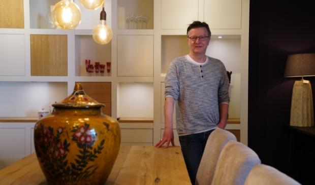 <p>Gerard Keune in zijn zaak aan de Schans in Uithoorn</p>
