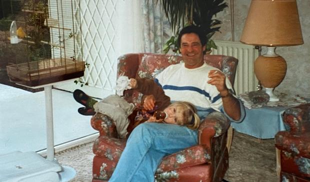 De Gorcumse Tiffany Perrier-Plugers was het pareltje van haar opa, zanger Jacky van Dam. Familiefoto © BDU Media