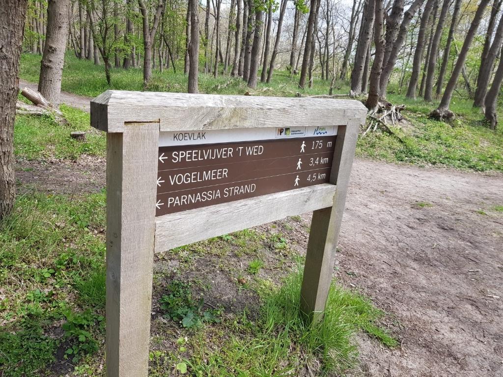 De routes in het park zijn voorzien van duidelijke borden. Marielle Tukker © BDU Media