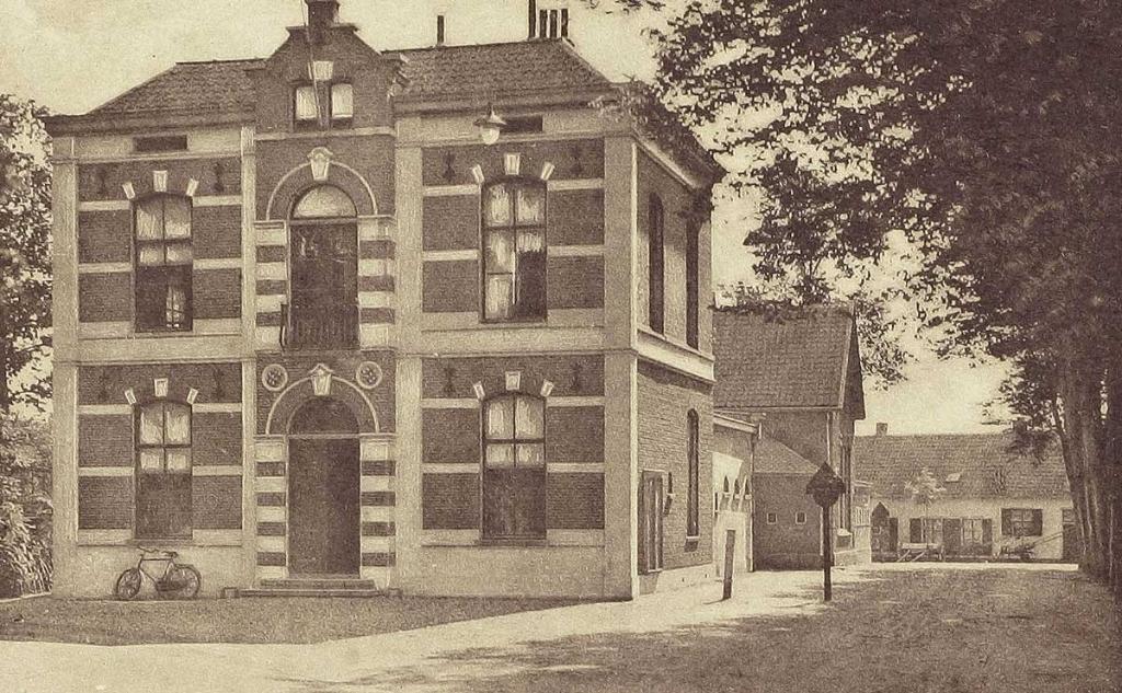 Het gemeentehuis rond 1930 op de Brink. Collectie Herman Steenman © BDU media
