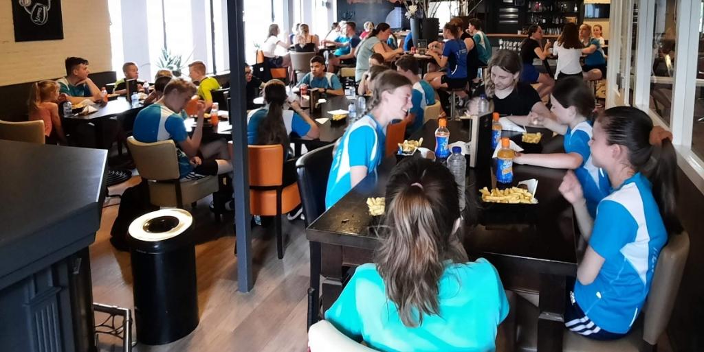In de foyer prijsuitreiking en eten Marco © BDU media