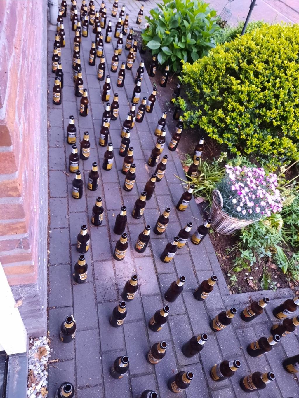 Tuinpad vol flesjes Jarige Martijn © BDU Media