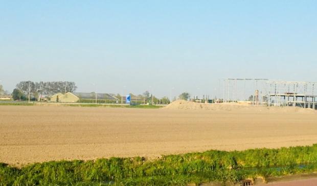 <p>Het toekomstige bedrijventerrein komt aan de noord- en zuidkant van de N201.</p>