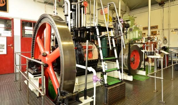 <p>In de motorenhal staan diverse oude motoren opgesteld.</p>
