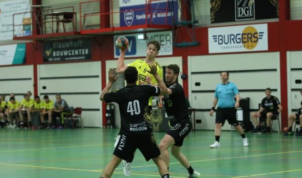 Handbal Houten speelt tegen Aalsmeer