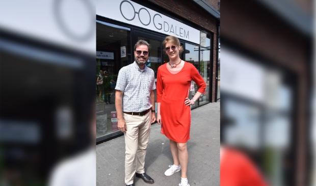 <p>Ellie Hovestadt en Ronald Kilian&nbsp;</p><p>De Linie 26&nbsp;</p><p>4208 DE Gorinchem&nbsp;</p><p>(0183)745926&nbsp;</p><p>zicht@oogdalem.nl&nbsp;</p><p>www.oogdalem.nl</p><p>&nbsp;</p>