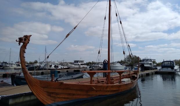 Voor het Vikingschip is geen mooie plek in de stadshaven