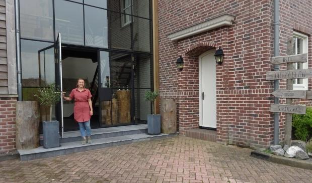 <p>In september 2019 werden de deuren van dit sfeervolle pand met vergaderruimtes boven de bestaande houtzagerij geopend.</p>