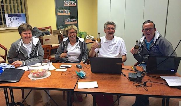 <p>Frieda Veldhuizen (links) hier actief in de Open Toernooi Commissie met Marijke den Haan, Frits Petit en Jur van Hamersveld.</p>