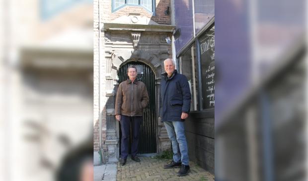 <p>Fred Stamkot en Kees Osseweijer, bestuursleden van de Stichting,</p>