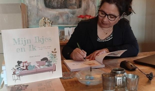Nicole Bruininga signeert 'Mijn Ikjes en Ik'