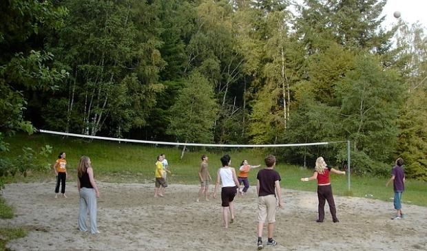 <p>Een van de onderdelen is volleybal.</p>