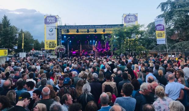 <p>Jazz in het Dorp trok duizenden bezoekers.</p>