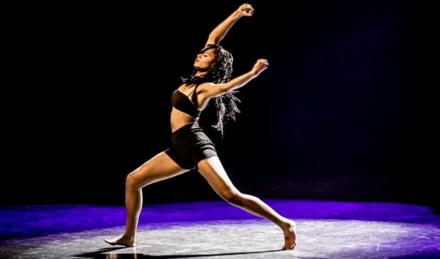 De 16-jarige Farah uit Nieuwpoort won de eerste prijs in de categorie Dans.