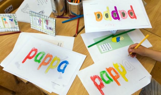 <p>Kleine kinderen maken vaak op school op op de opvang een knutselwerkje of tekening voor hun vader.</p>