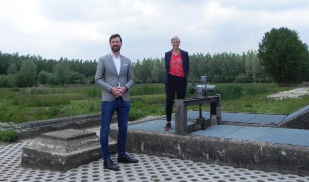 <p>Het gemaal De Haag wordt in gebruik genomen door wethouder Bos en Hoogheemraad Els Otterman</p>