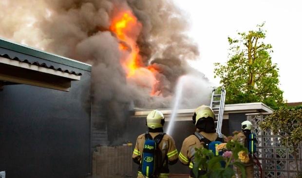 Brand in een bijgebouw van de winkel van Schmidt Koelewijn aan de Dalweg.