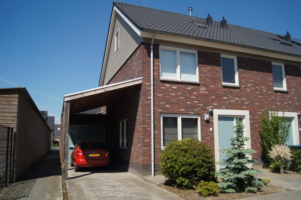 De hoekwoning heeft zonnepanelen, een garage en oprit Astrid Meyer © BDU media